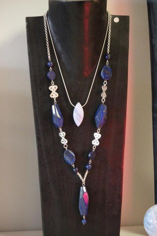 Collier long lapis lazuli + pendentif calcédoine
