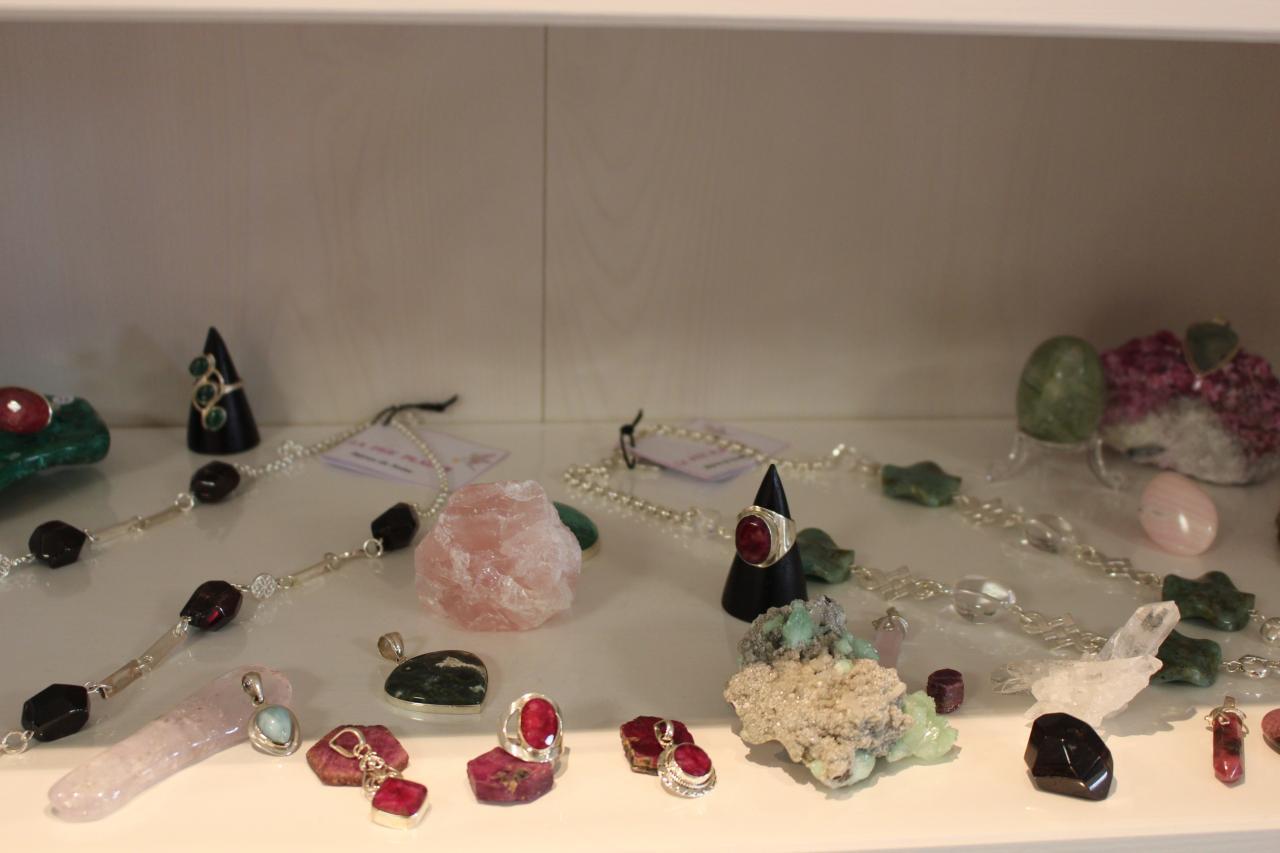 Vue d'ensemble dont pendentifs et bagues rubis